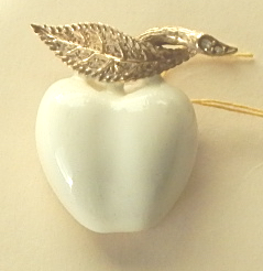 Ciner apple pin