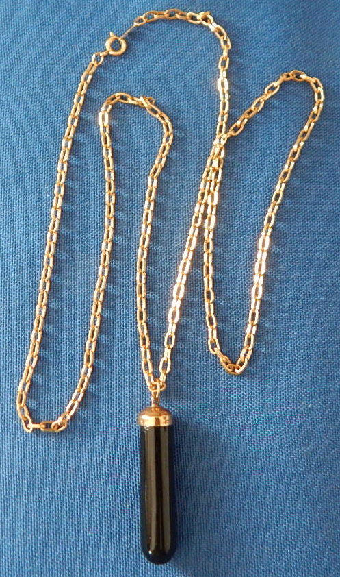 "Black 1 1/2""onyx pendant with 24"" 12 kg chain"